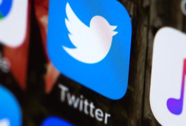 Twitter app, mobile phone,