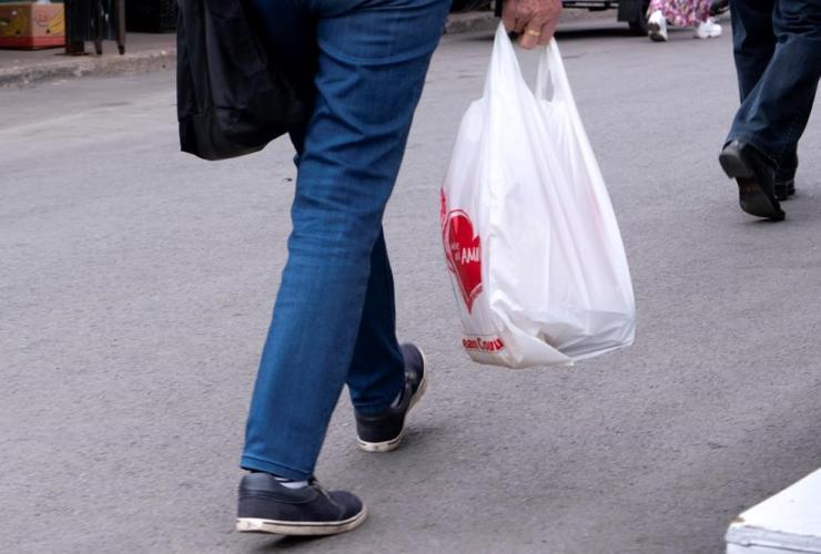 woman, carries, plastic bag, market, Montreal,