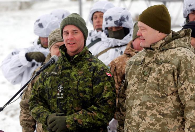 Canadian Army Lt.-Gen. Jean-Marc Lanthier, Ukrainian President Petro Poroshenko,