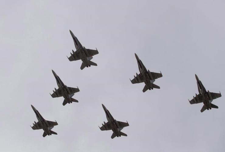 CF-18 Hornets,
