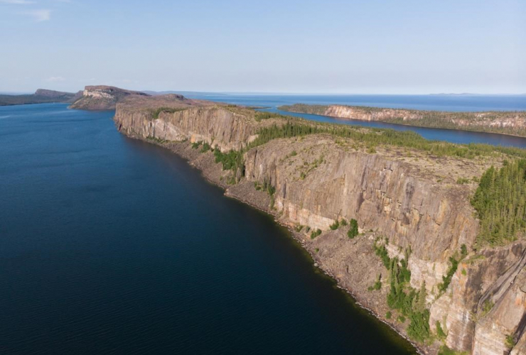 Cliffs, Pethei Peninsula, Tu Nedhe, Great Slave Lake, Thaidene Nene,
