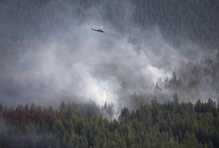 helicopter, dumps, water, Philpot Road fire, Kelowna,