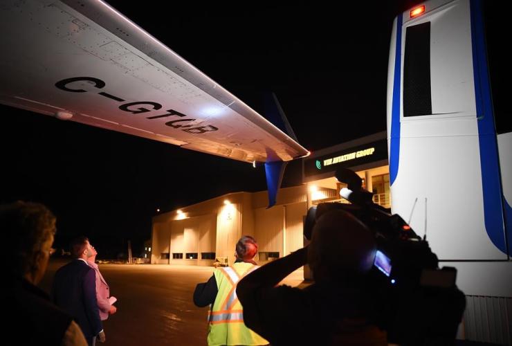 wing, Justin Trudeau, campaign plane, media bus, Victoria,