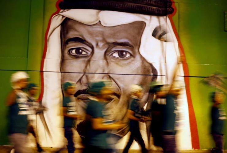 people, walk, graffiti, Saudi King Salman,