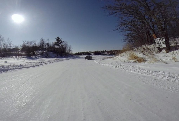 car, winter road, Shoal Lake, Shoal Lake 40 first nation,