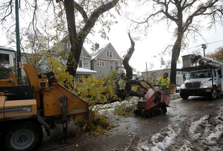 Crews, cleanup, snow storm, Manitoba,