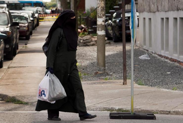 woman, niqab, Montreal,
