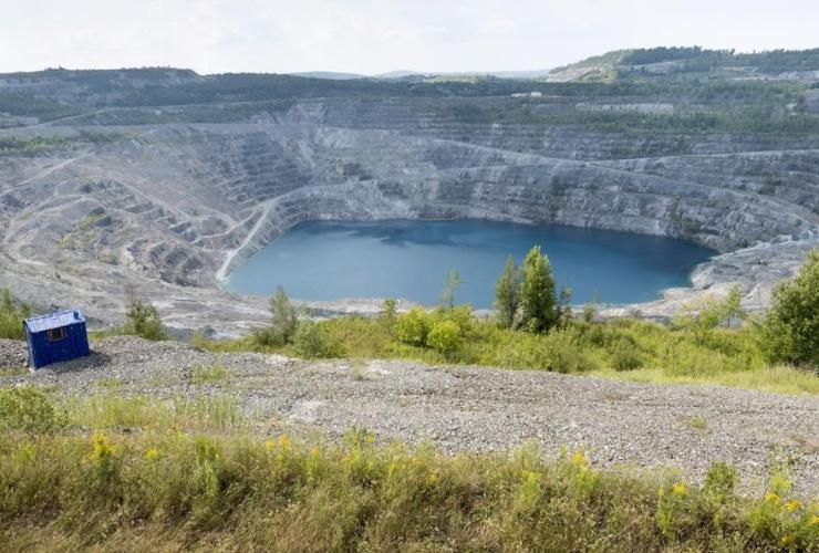 open pit, Jeffrey mine, Asbestos, Que.,