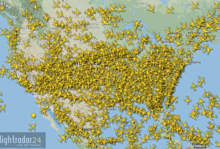 Real-time flight mapping by flightradar24.com -- December 18, 2019