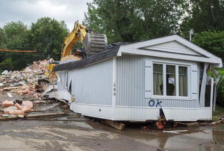 home, demolished, flooding, Ste. Marthe-sur-le-Lac,