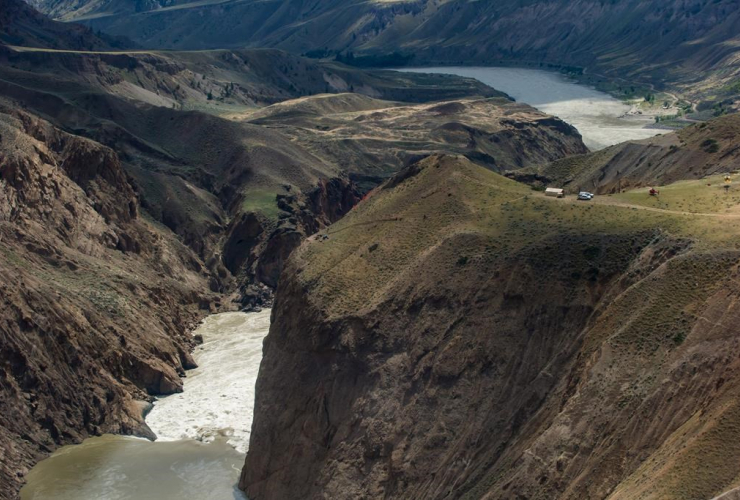 Workers, rock slide, Fraser River, Big Bar, Clinton,