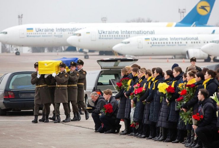 Honor guard, carry, coffin, Ukrainian victim, Ukrainian 737-800 plane,
