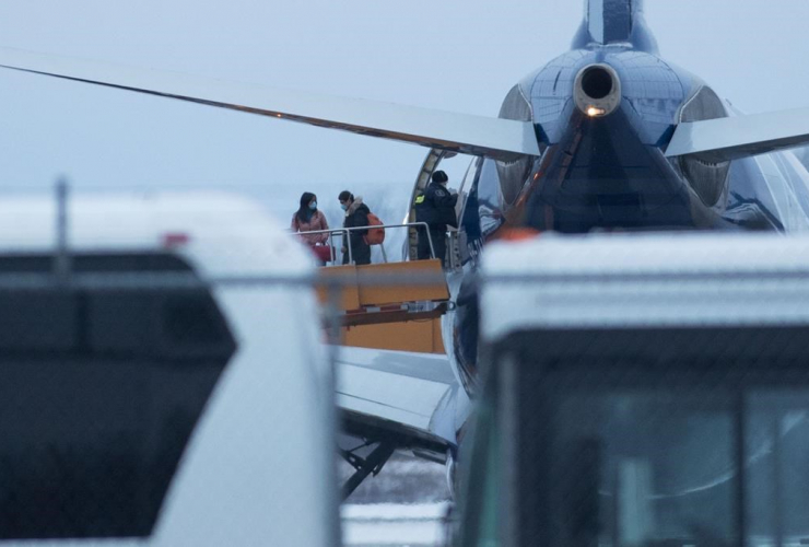 Passengers, Canadians, Wuhan, China, Canadian Forces Base Trenton,