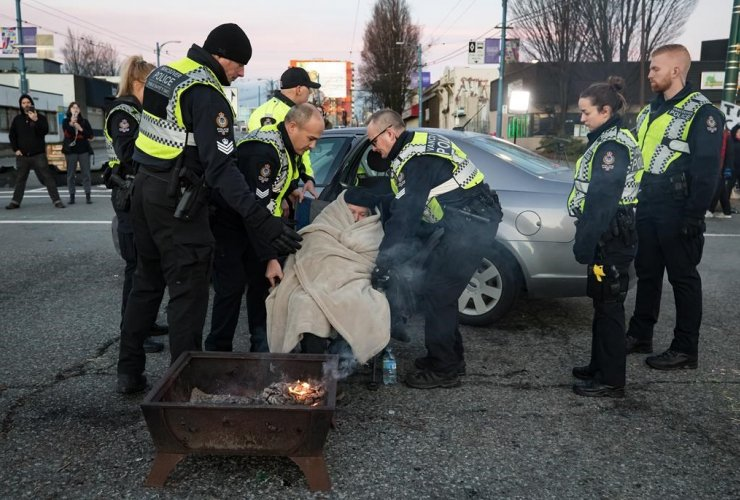 Police officers, elderly woman, protesters, Wet'suwet'en hereditary chiefs,