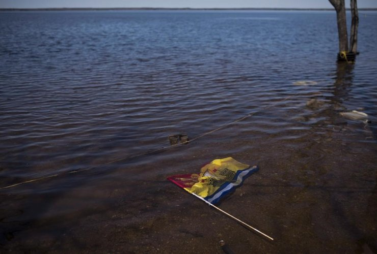 New Brunswick flag, floodwater, Saint John River, Waterborough,