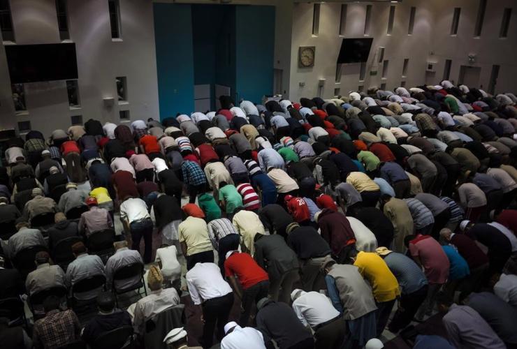Evening prayer, Baitul Islam Mosque, Vaughan,