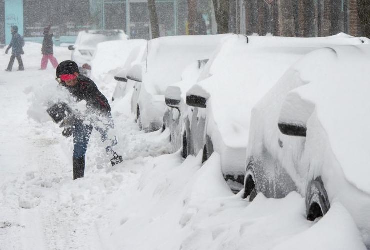 woman, shovels, car, snowstorm,