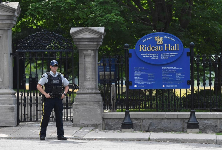 police officer, fence, Rideau Hall, Ottawa,