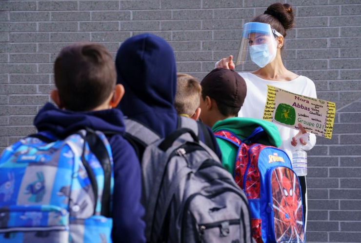 teacher, protective equipment, students, school yard, Philippe-Labarre Elementary School, Montreal,