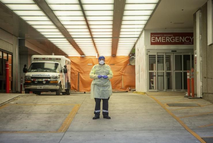paramedic, ambulance bay, Mount Sinai Hospital, Toronto,