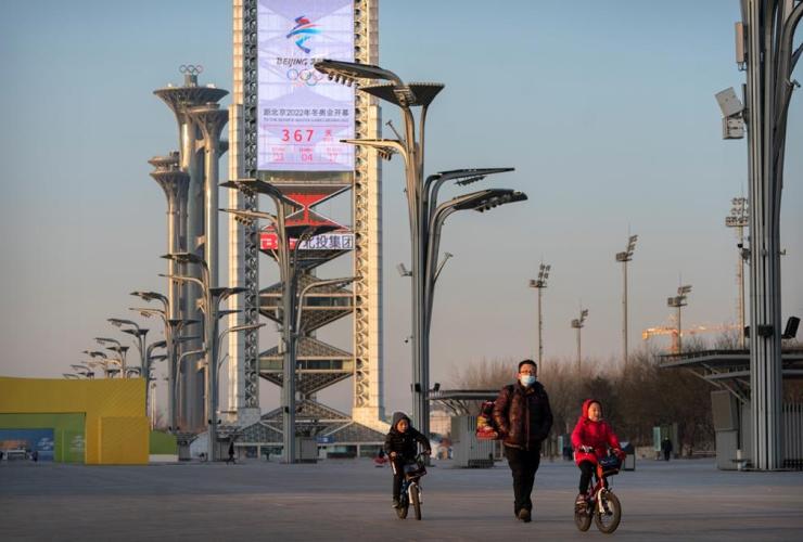 People, walk, Olympic Green, countdown clock, 2022 Beijing Olympics, Beijing,