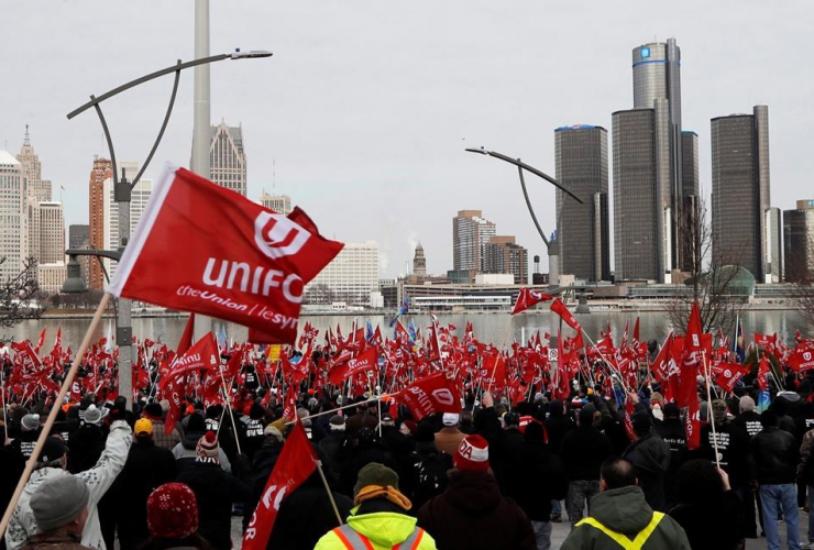 Supporters for Unifor,