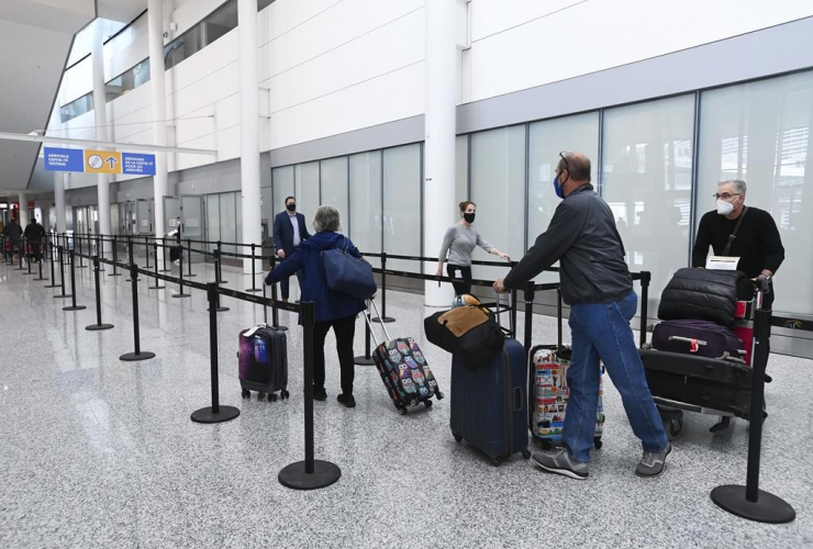 Travellers, COVID-19 test, Pearson International Airport,