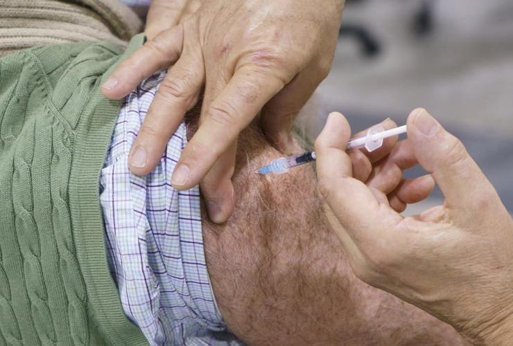 senior citizen, COVID-19 vaccine, vaccination clinic, Montreal,