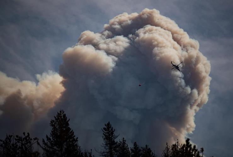 helicopter, water bucket, pyrocumulus cloud, fire cloud, Lytton,
