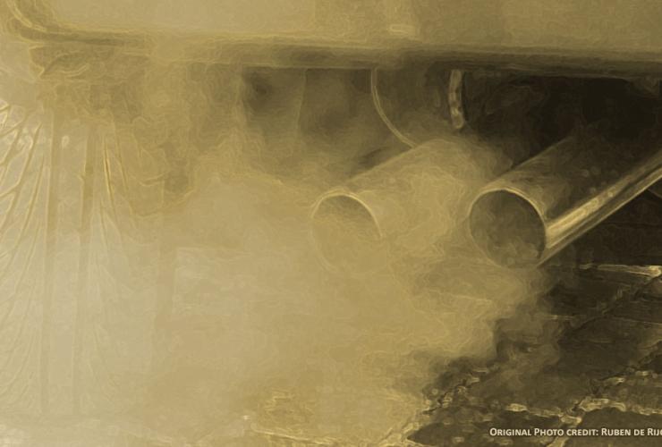 Surging tailpipe emissions are driving climate failure in Canada. Photo credit: Ruben de Rijcke (Wikimedia)
