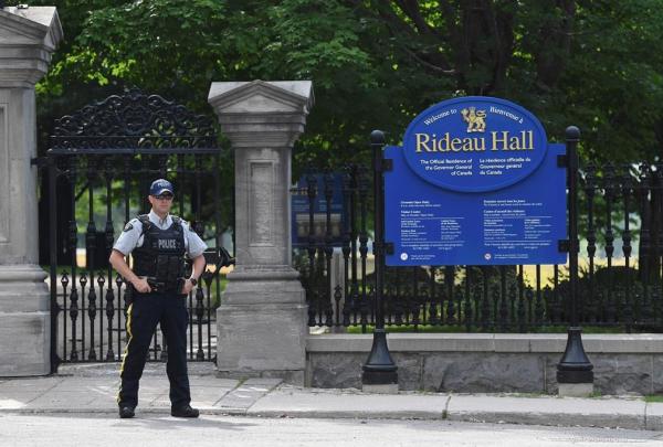 police officer, fence, Rideau Hall, Ottawa,